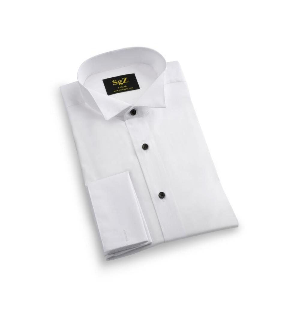 Camisa blanca con botón negro