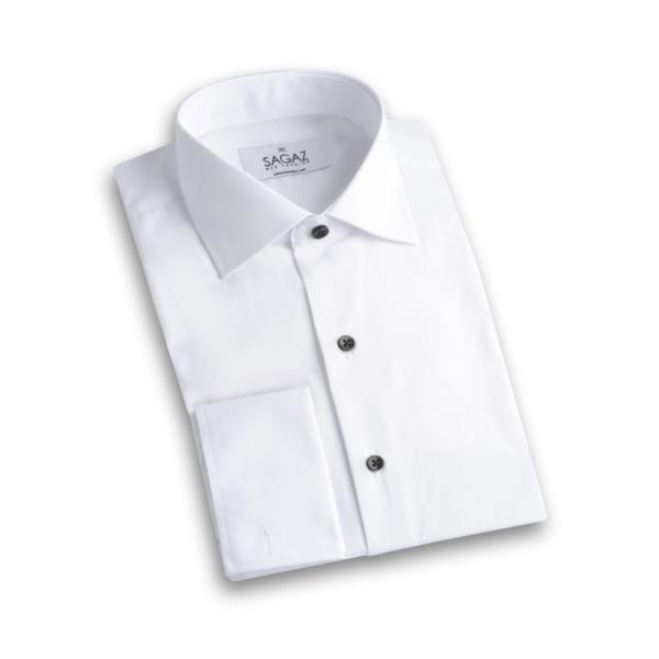Camisa blanca cuello italiano y botón negro