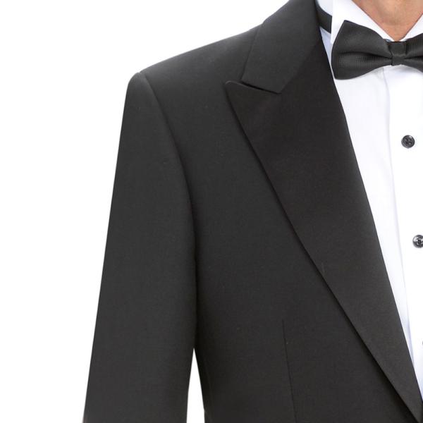 detalle de la chaqueta negra de esmoquin, solapa pico