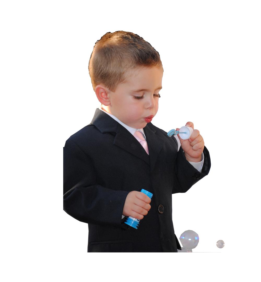 Chaqué negro, pantalón rayas, camisa blanca, chaleco gris y corbata
