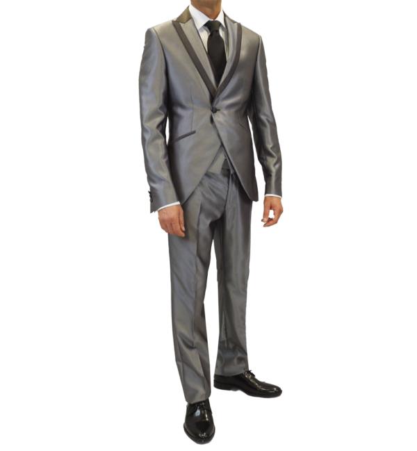 traje gris plata