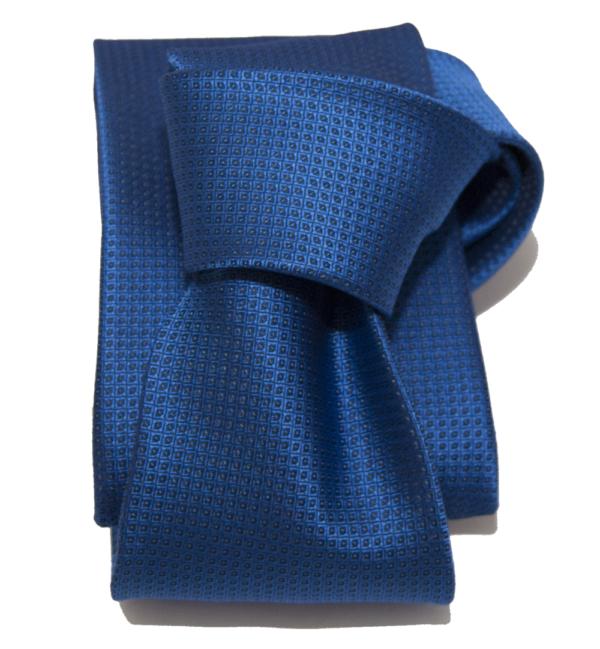 Corbata azul y negro.