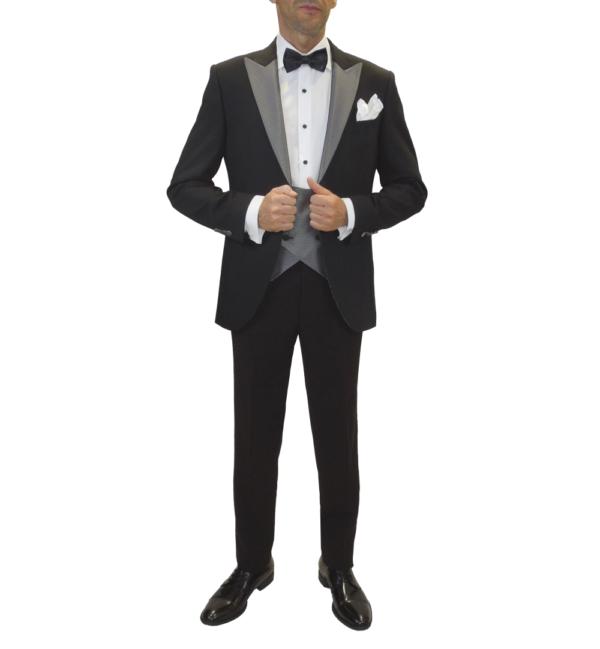 Traje negro para novio con detalle de solapa en gris metálico