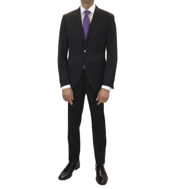 Traje negro, pantalón y chaqueta