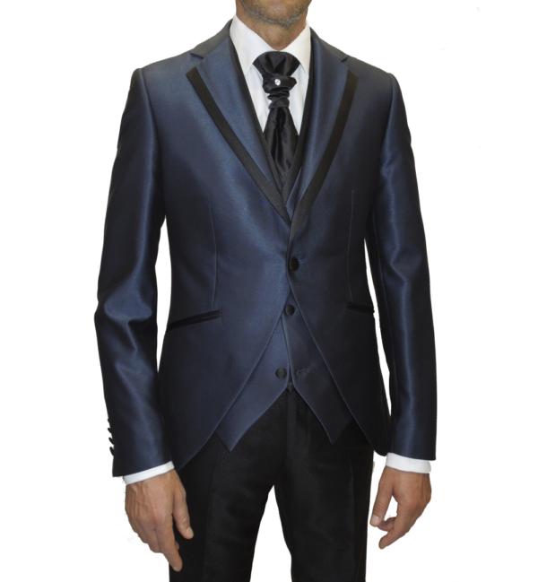 Detalle chaqueta traje de novio en azul índigo con vivo de solapa en negro