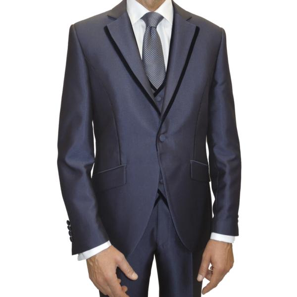 Detalle chaqueta de pico con terciopelo marino en el vivo de la solapa.