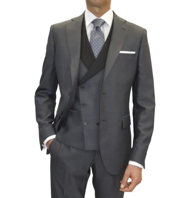 Detalle chaqueta traje de espiga marengo con chaleco al tono y solapa contraste negro