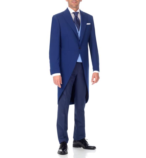 Levita azul, pantalón rayas y chaleco azul