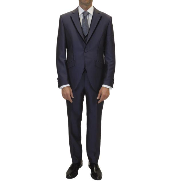 Traje de novio, chaqueta, pantalón y chaleco a juego, en un tono azul terciopelado