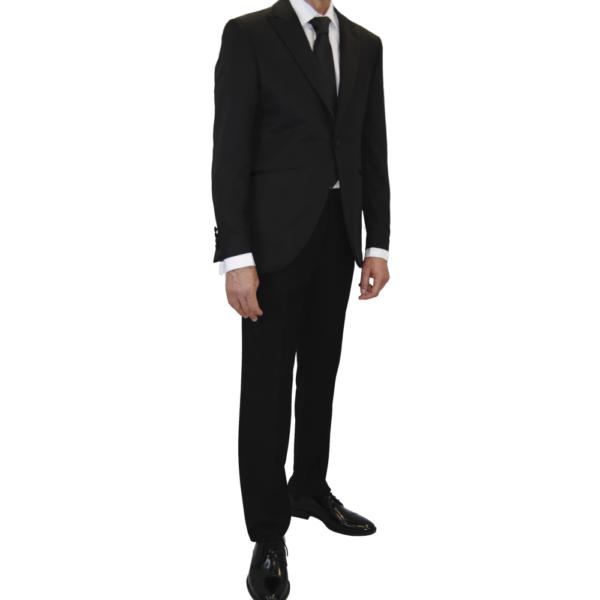Traje de novio, chaqueta y pantalón negro con relieve en chaqueta