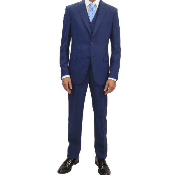 traje compuesto de chaqueta y pantalón azul