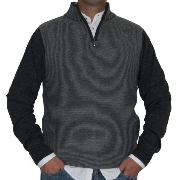 Jersey rayado tonos grises.