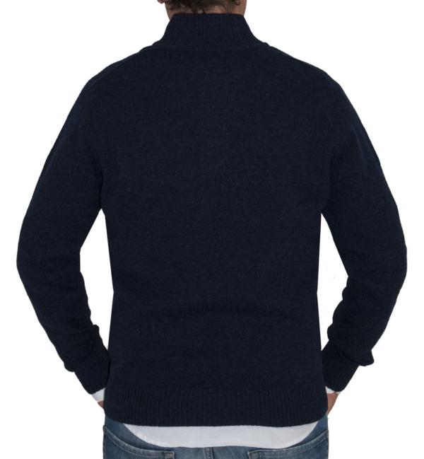 Detalle espalda jersey azul marino de lana