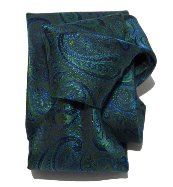 Corbata verde cachemir.