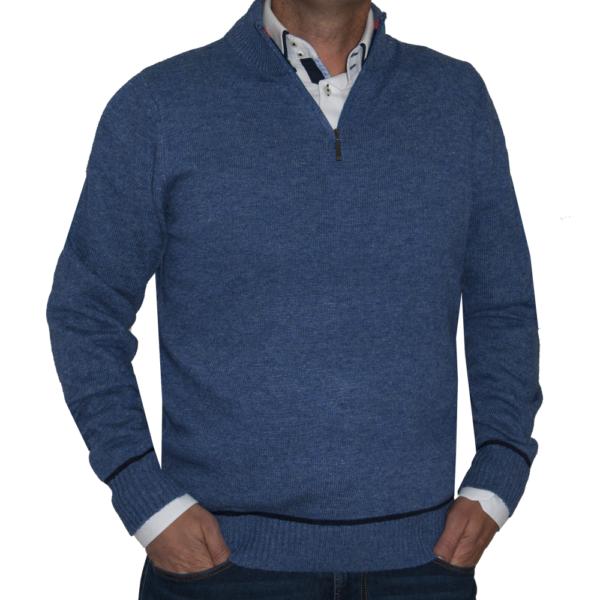 Jersey azul, cuello cisne cremallera.