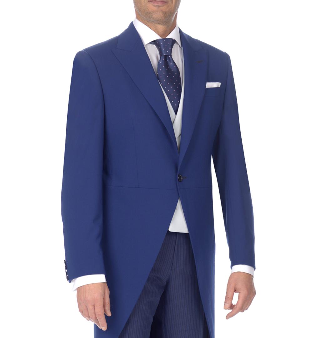 Detalle de chaqué azul con chaleco gris perla