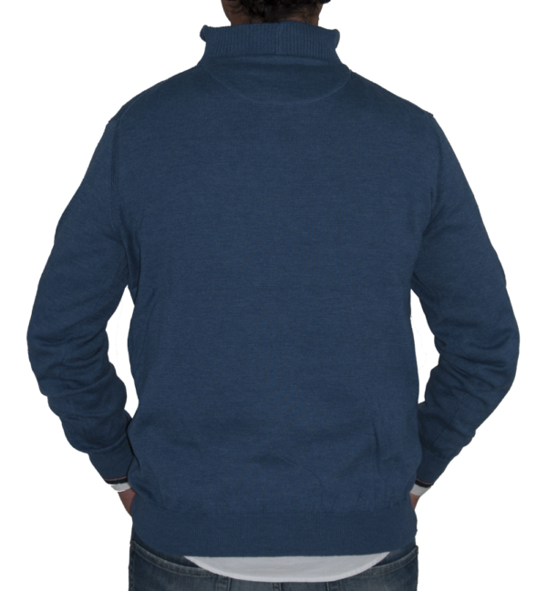 Detalle espalda jersey azul.