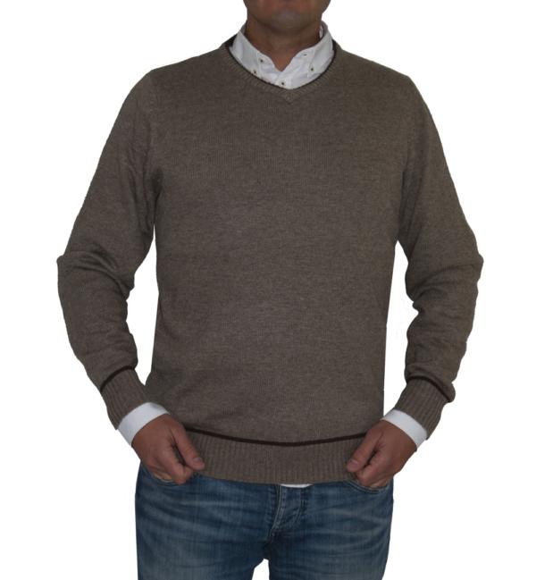 Jersey marrón cuello de pico