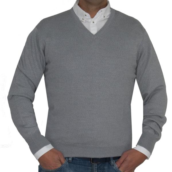 Jersey de lana cuello de pico en gris claro.