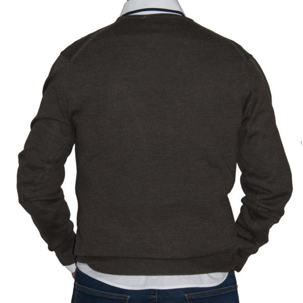 Detalle espalda, jersey marrón.
