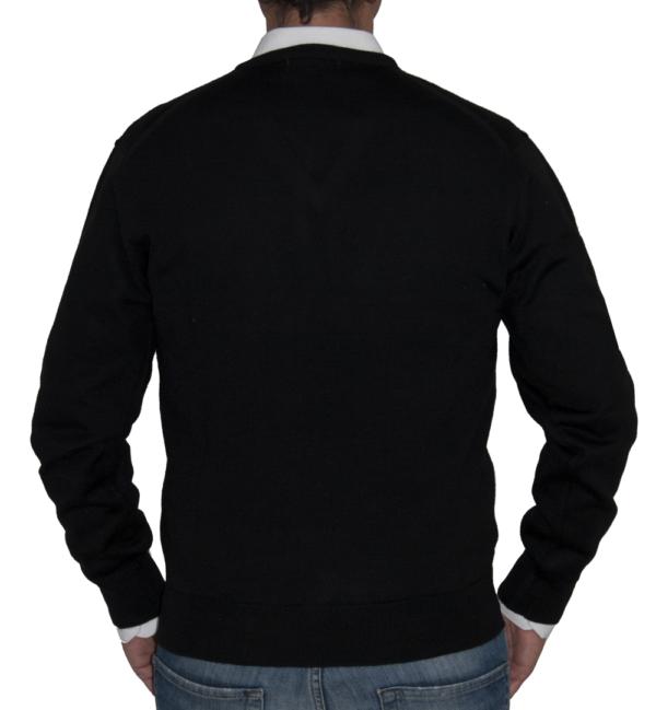 Detalle espalda jersey negro.