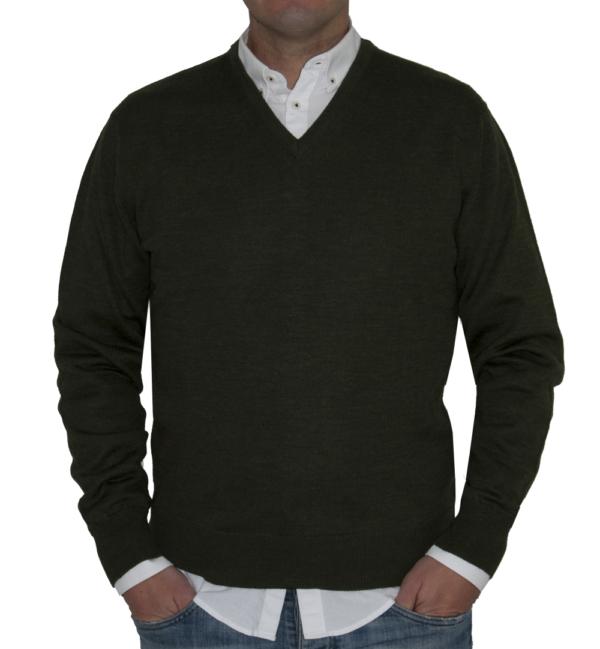 Jersey cuello pico verde musgo.
