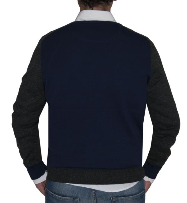 Detalle de espalda jersey azul y gris.