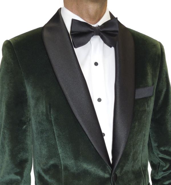 Chaqueta de esmoquin de terciopelo verde, solapa raso negro redonda.