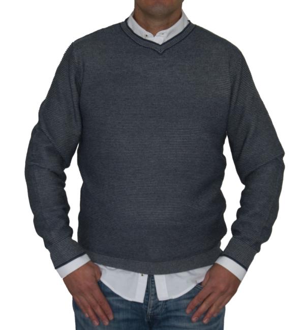 Jersey rayado azul y gris.