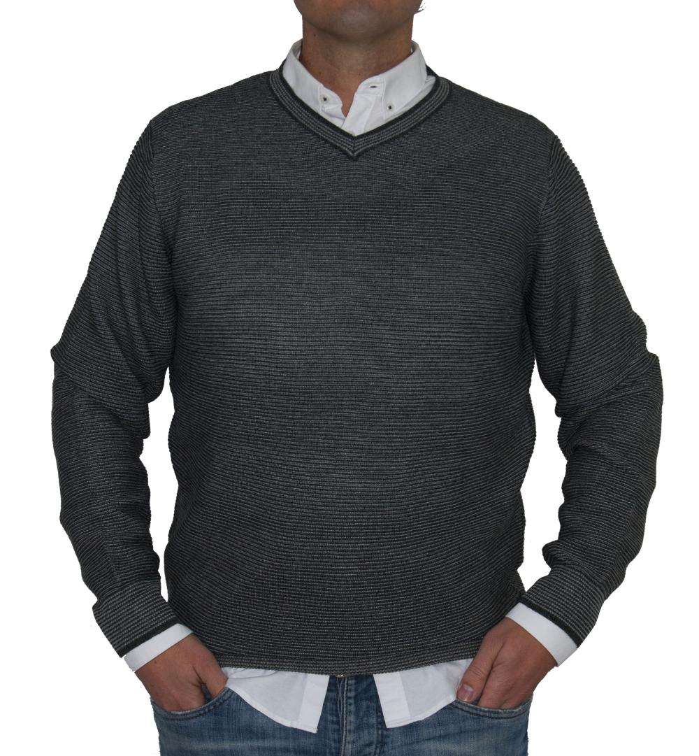 Jersey rayado gris, pico.