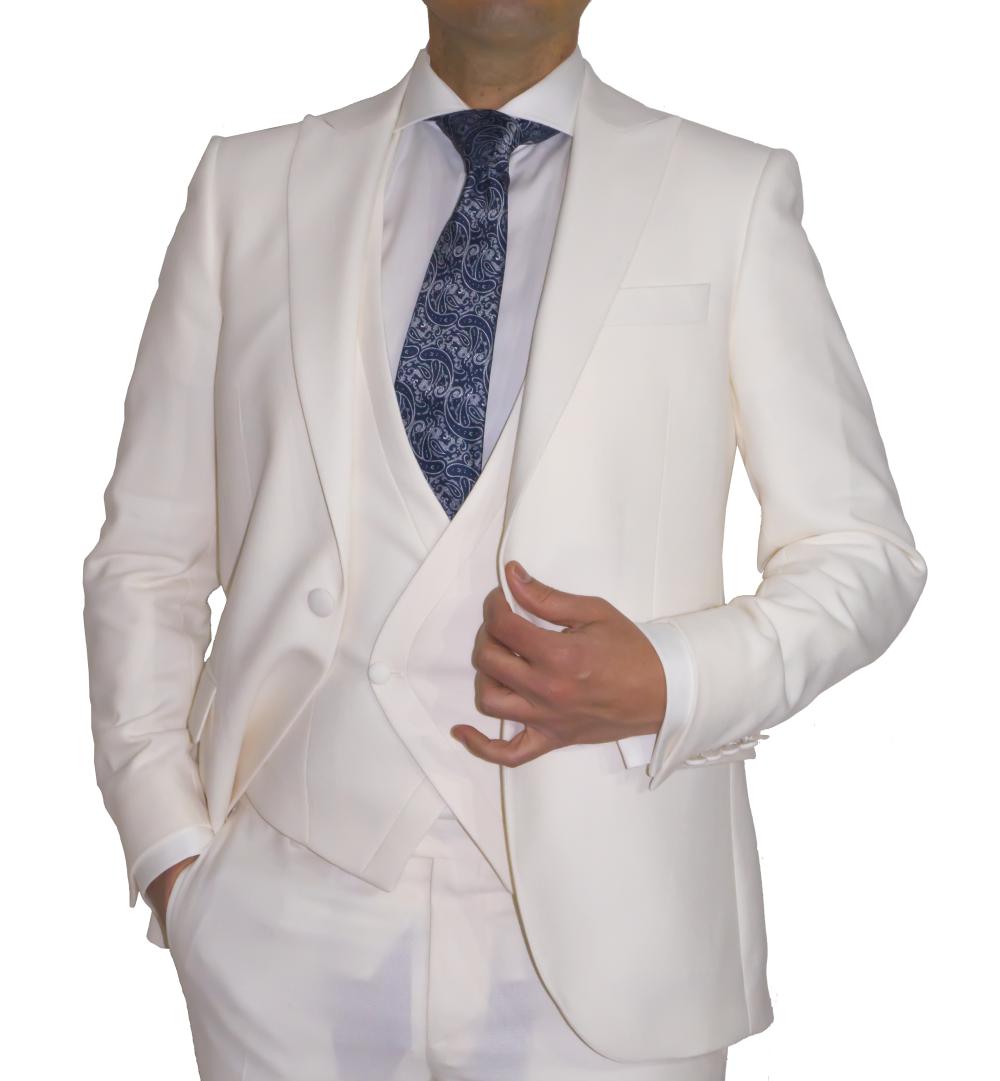 Detalle chaqueta y chaleco en color crudo.